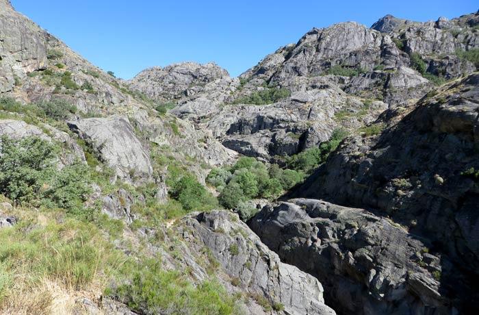 Paisaje de las morrenas que caracterizan el cañón del Tera