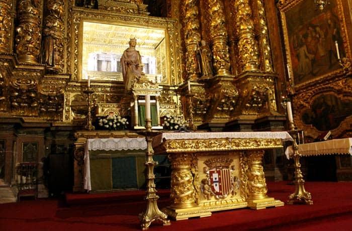 Sepulcro de santa Isabel de Portugal en la iglesia del Monasterio de Santa Clara-a-nova qué ver en Coímbra