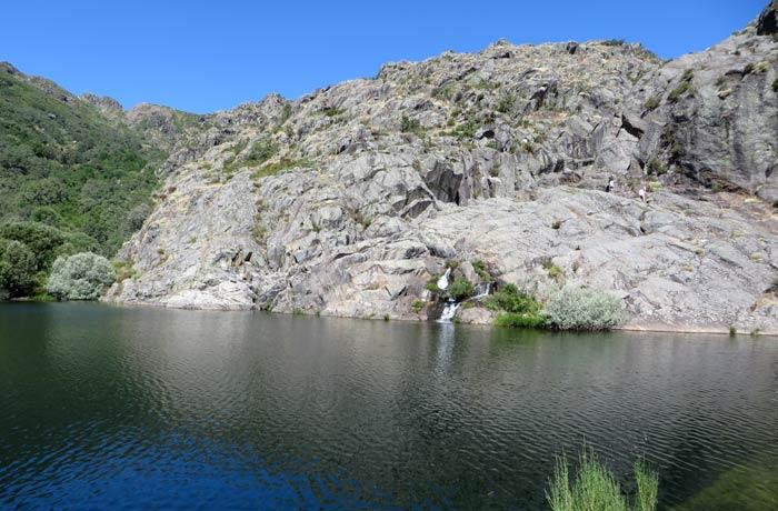 Vista de la cueva de San Martín cañón del Tera