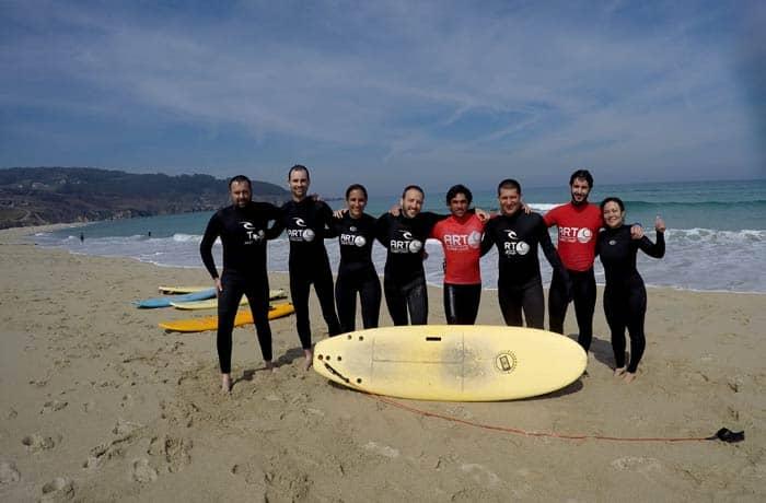 Con compañeros blogueros y los monitores surfear en Galicia