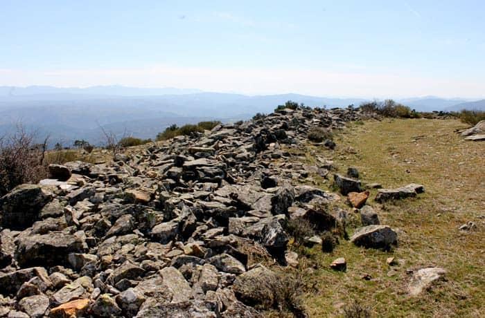 Restos de las murallas que se pueden ver en la actualidad Castillo Viejo de Valero
