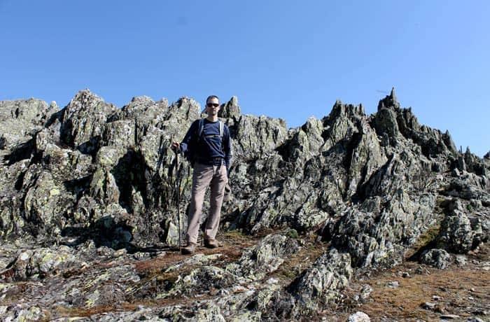 Paisaje rocoso en el inicio de la ruta Castillo Viejo de Valero