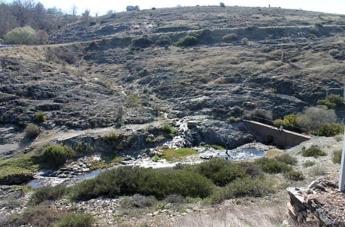 Pequeña presa en el arroyo de la Media Fanega antes de llegar a La Bastida Castillo Viejo de Valero