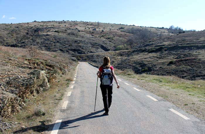 Tramo de carretera antes de llegar a La Bastida Castillo Viejo de Valero