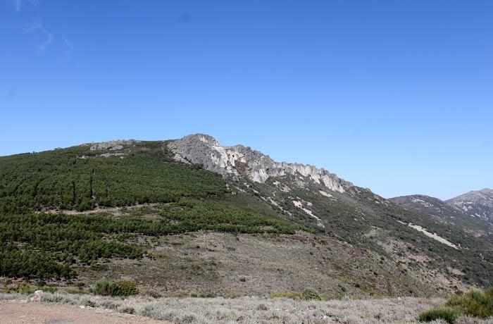 Vista de la Cueva de la Mora desde el sendero de regreso Castillo Viejo de Valero