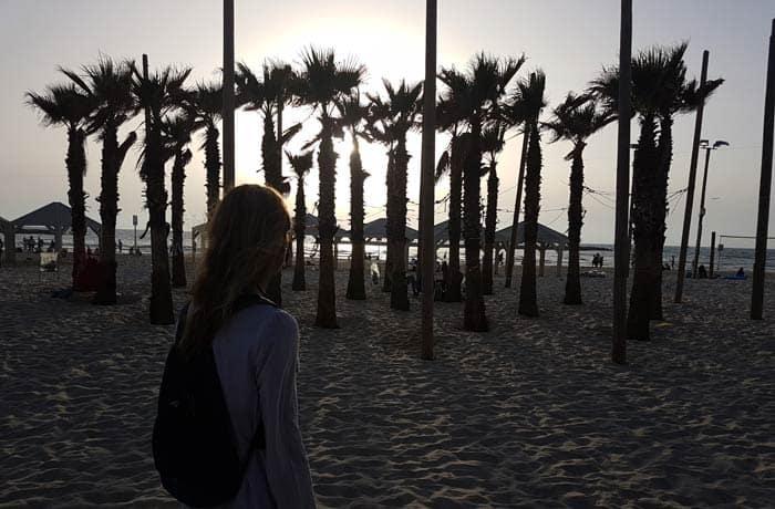Atarceder en la playa de Frishman de Tel Aviv Israel por libre