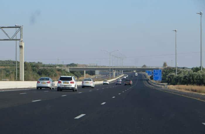 Autovía de cuatro carriles en Israel