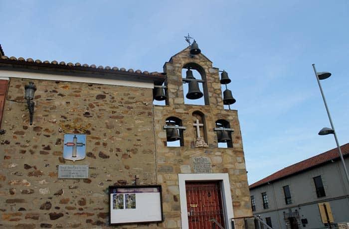 Capilla de la Vera Cruz con sus diez campanas qué ver en Astorga