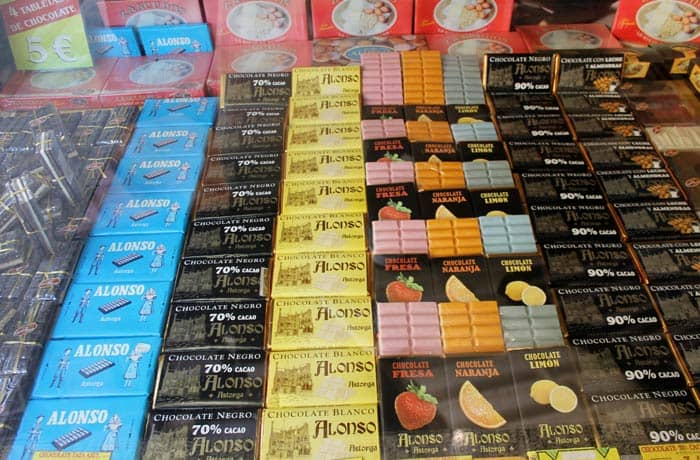 Chocolates en una tienda de la ciudad qué ver en Astorga