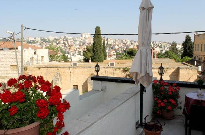 Terraza de Rosana Guest House en Nazaret Israel por libre