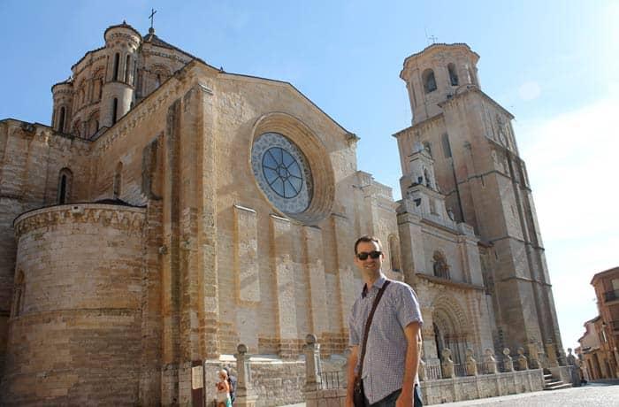 Pablo ante la Colegiata de Santa María la Mayor qué ver en Toro