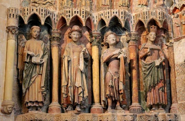 Un ángel, Isaías, Daniel y el rey Salomón en el Pórtico de la Majestad qué ver en Toro