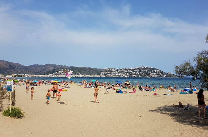 Playa del Salatar de Roses mejores calas de la Costa Brava