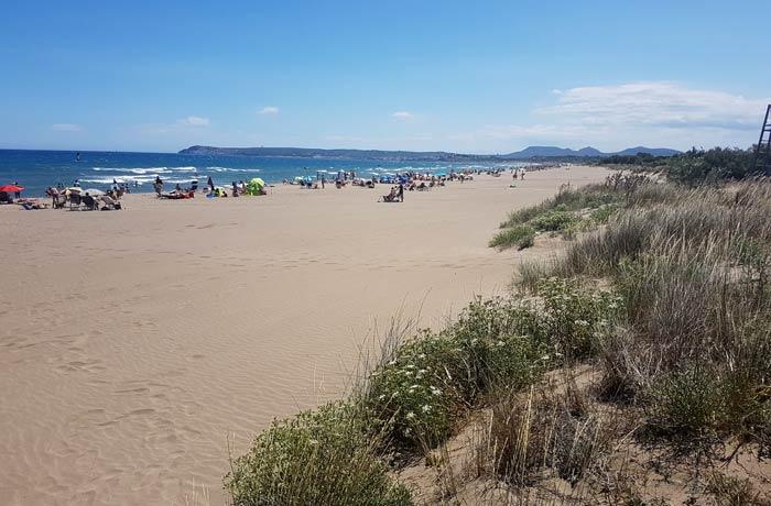 Vista de la playa de Sant Pere Pescador mejores calas de la Costa Brava