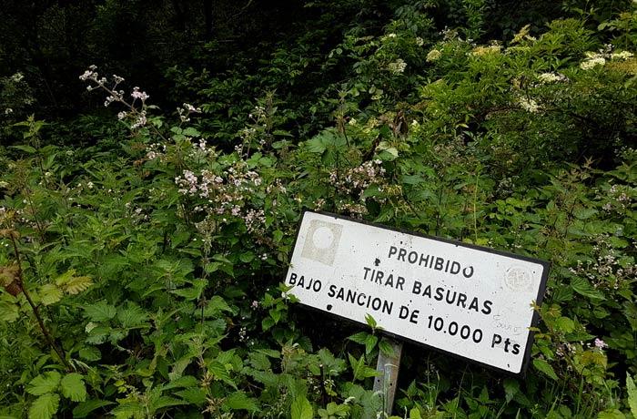 Cartel que sobrevive en Pedroveya y que sigue muy vigente ruta de las Xanas