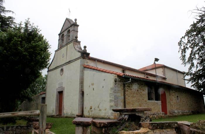 Iglesia de San Antonio de Pedroveya ruta de las Xanas