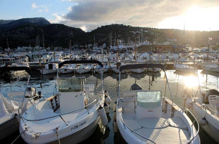 Atardecer en el puerto de Sóller qué hacer en Mallorca en invierno
