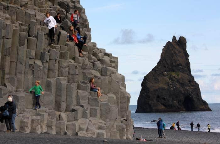 Las formas de basalto de Vík, la localidad más al sur de la isla Islandia por libre
