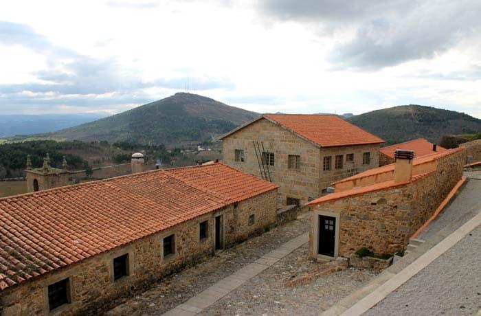 Castelo Rodrigo y el alto de Marofa al fondo