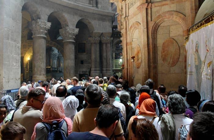 Colas para acceder a la capilla del Santo Sepulcro qué ver en Jerusalén