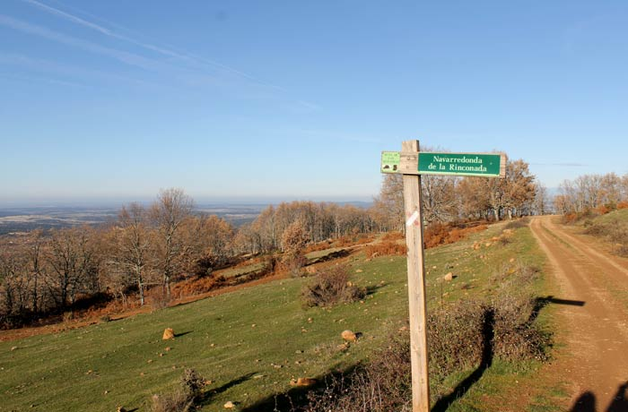 Momento en el que se toma el camino Linares-La Bastida en dirección a Navarredonda de la Rinconada Cueva de la Mora