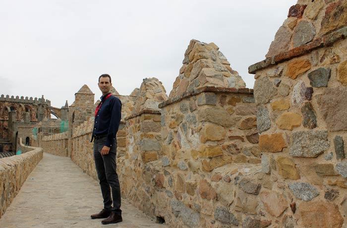 Durante el paseo por encima de la Muralla Ávila en un día