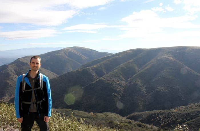 Pablo y el pico del Castillo Viejo de Valero Cueva de la Mora