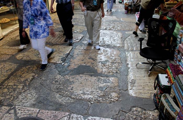 Suelo de la ciudad vieja que data del final del Imperio Romano qué ver en Jerusalén