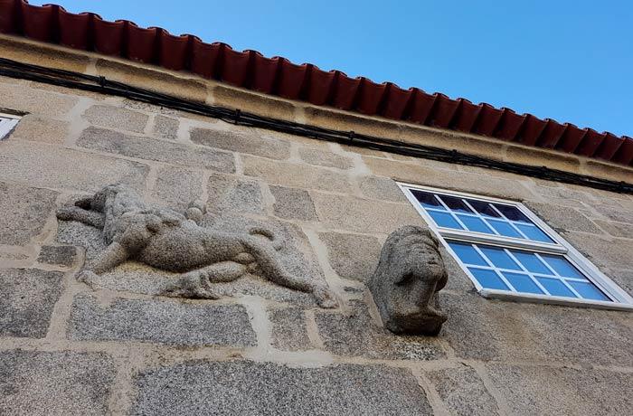 León de Judá en la fachada de la Casa do Gato Preto