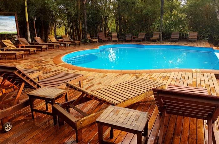 Piscina de La Aldea de la Selva Lodge Argentina por libre