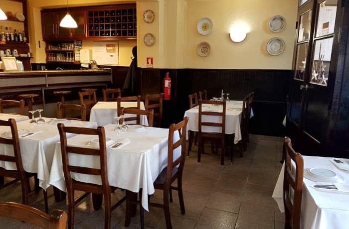 Interior del restaurante Sao Marcos comer en Trancoso