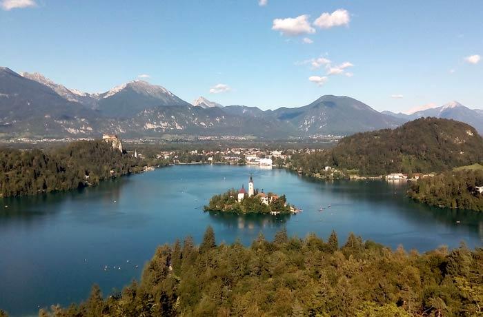Vista de Bled y su isla ruta por Eslovenia