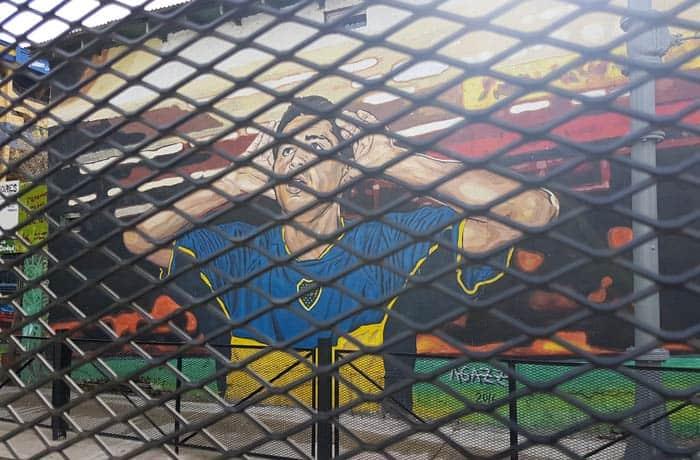 Grafiti de Riquelme en la calle Garibaldi visitar La Boca