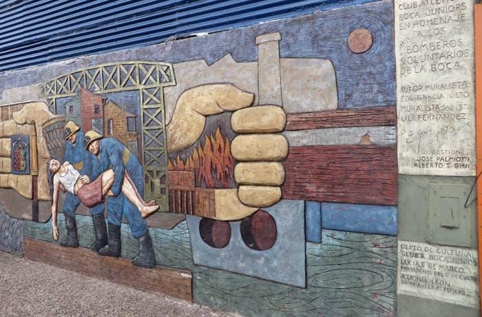 Mural de homenaje a los bomberos voluntarios de La Boca
