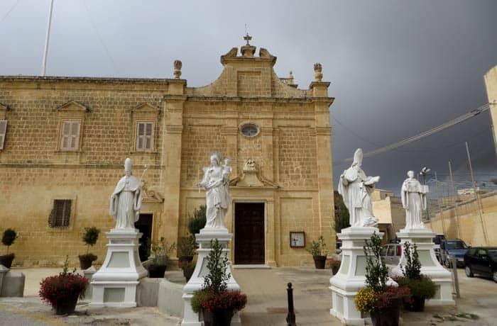 Otra vista del santuario de Ta 'Pinu que ver en Gozo