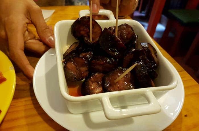 Chorizo al vino verde de la Adega Kilowatt comer en Amarante