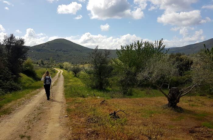Camino por el que se inicia la ruta de los Tres Ríos