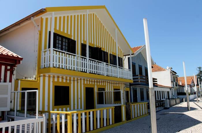 Casa amarilla en Costa Nova