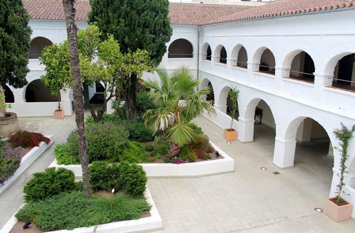 Claustro del Hotel Convento qué hacer en Aracena