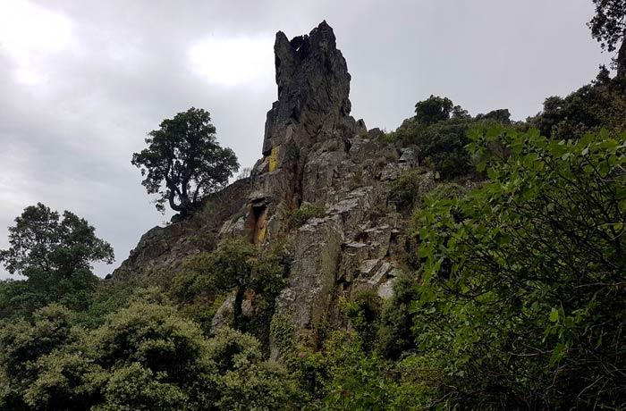 Formas graníticas antes de descender a la chorrera de Jigareo