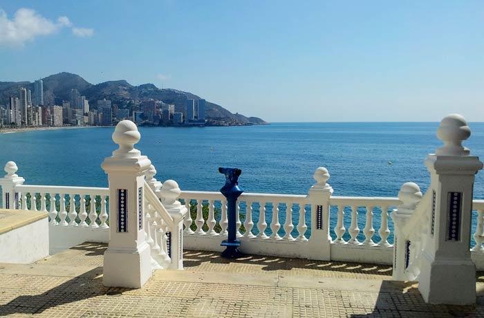 Uno de los miradores del Balcón del Mediterráneo vacaciones en Benidorm