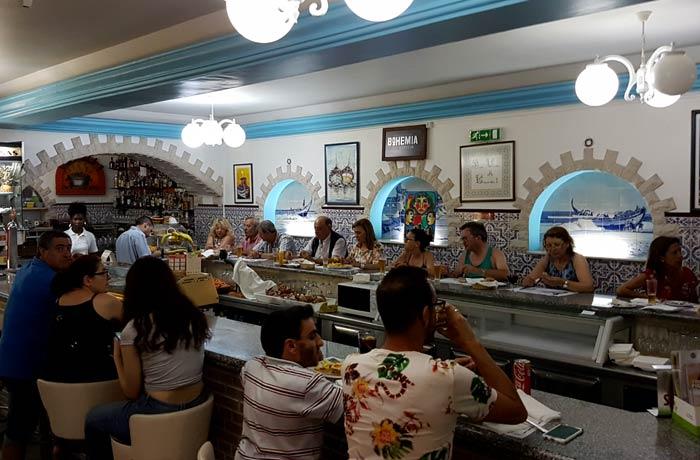 Barra del restaurante Caçarola 1 comer en Figueira da Foz