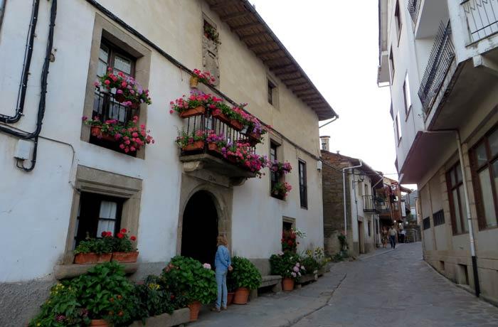Una de las calles de Puebla de Sanabria