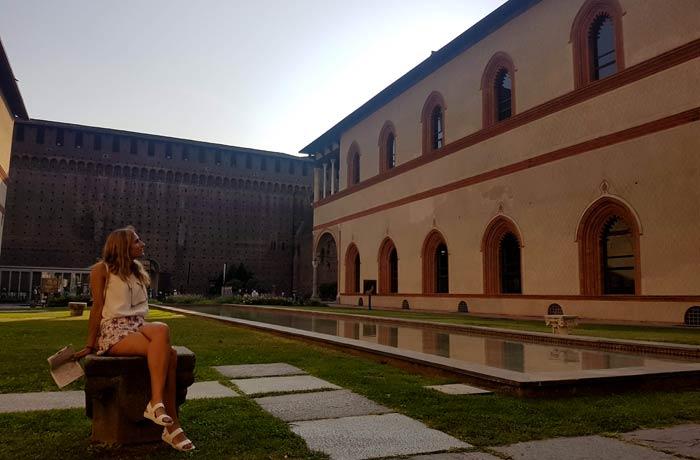Uno de los patios del castillo Sforzesco qué ver en Milán