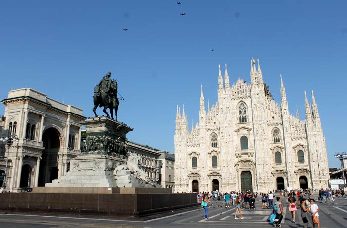 Vista de la plaza del Duomo, el monumento a Vittorio Emanuele II y la galería que también lleva su nombre qué ver en Milán