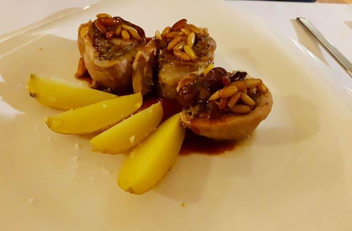 Secreto relleno de foie y setas del restaurante Huerto Nun comer en Aracena
