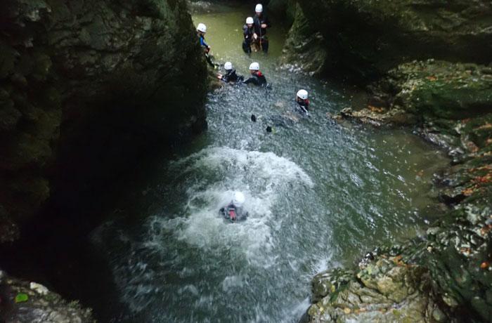 Una de las pozas a las que hay que lanzarse barranquismo en Bled