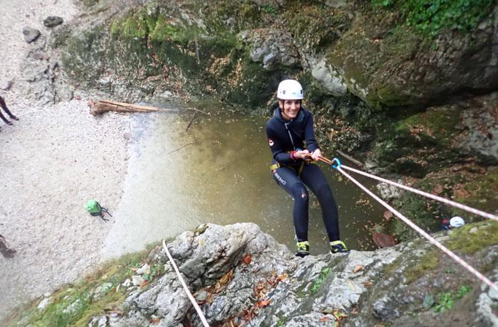 Bajada final para dejar el barranco barranquismo en Bled