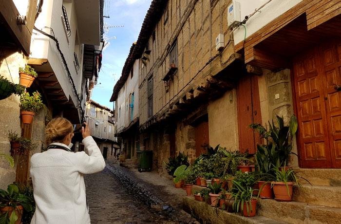 Una de las calles más bellas de San Martín de Trevejo