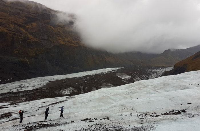 Varios de los compañeros de caminata por el glaciar Islandia